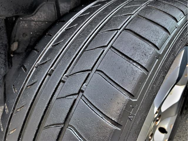 タイヤの溝も4本共に4〜5分山程度残っており、まだまだお使いいただけます♪