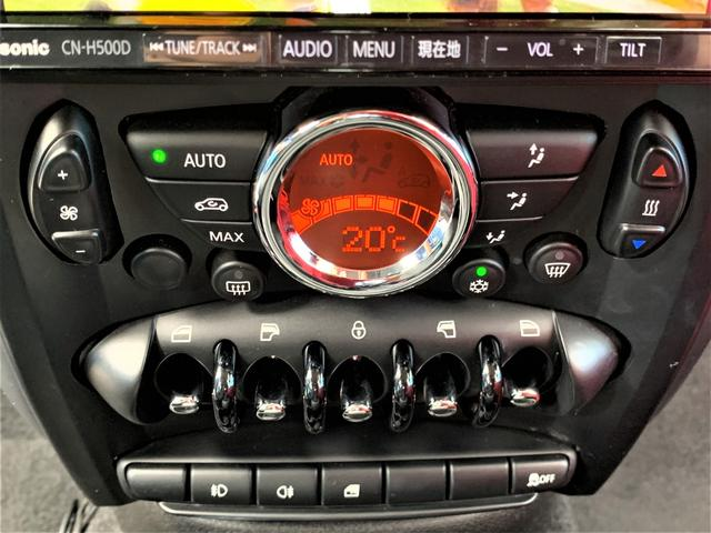 オートエアコンで室内温度もワンタッチで設定!便利な快適装備です♪パワーウィンドウスイッチはMINIらしいおしゃれなデザイン♪