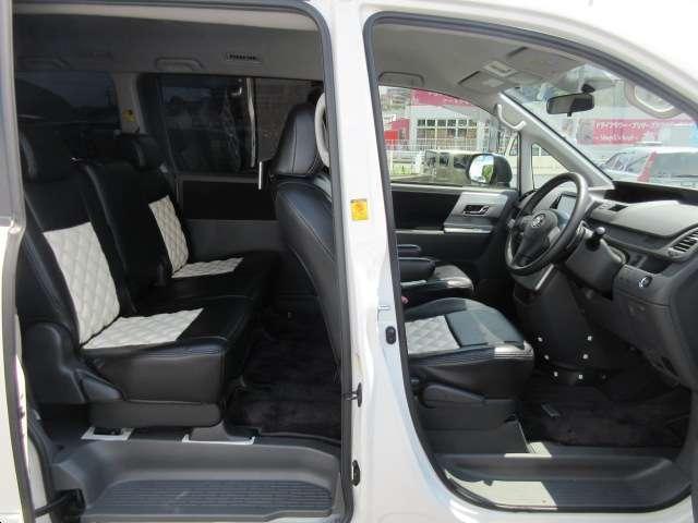 トヨタ ヴォクシー ZS キラメキ2 純正HDDナビ 両側PSD 後席モニター