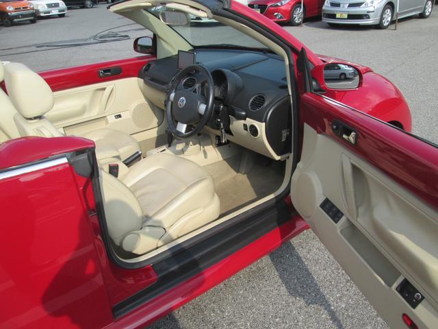フォルクスワーゲン VW ニュービートルカブリオレ ベースグレード ベージュレザー シートヒーター オープンカー