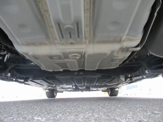自社陸運局認証工場完備!国家資格車検検査員資格を持った整備士による整備。ステレオ、エアコン等走行に関係のない所も不具合箇所があれば修理してお渡しいたします。