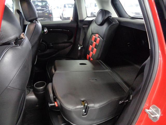 クーパーSD 5ドア 衝突軽減ブレーキ ACC 8.8インチメーカーナビ Bluetoothオーディオ ミラー一体型ETC アイドリングストップ チェックシートカバー スマートキー パドルシフト 純正17インチAW(14枚目)