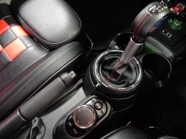 クーパーSD 5ドア 衝突軽減ブレーキ ACC 8.8インチメーカーナビ Bluetoothオーディオ ミラー一体型ETC アイドリングストップ チェックシートカバー スマートキー パドルシフト 純正17インチAW(19枚目)