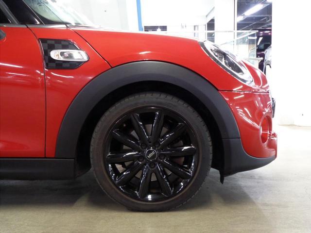 クーパーSD 5ドア 衝突軽減ブレーキ ACC 8.8インチメーカーナビ Bluetoothオーディオ ミラー一体型ETC アイドリングストップ チェックシートカバー スマートキー パドルシフト 純正17インチAW(45枚目)