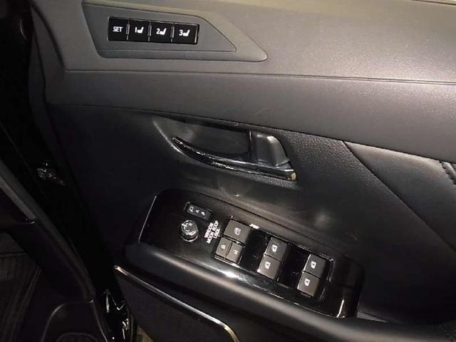 2.5S Cパッケージ サンルーフ ベンチレーション 黒レザー 純正ナビ バックカメラ Bluetooth ETC 両側電動スライド パワーバックドア ステアヒーター 3眼LED セーフティセンス レーダークルーズ 禁煙車(19枚目)