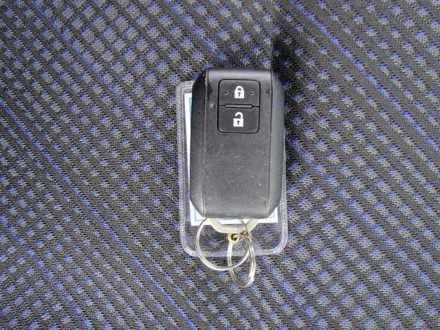 ハイブリッドFZ デュアルセンサーブレーキサポート 車線逸脱警報 LEDヘッドランプ 純正14インチアルミ シートヒーター KENWOODメモリーナビ ワンセグTV CD再生 ヘッドアップディスプレイ 革巻ステアリング(43枚目)