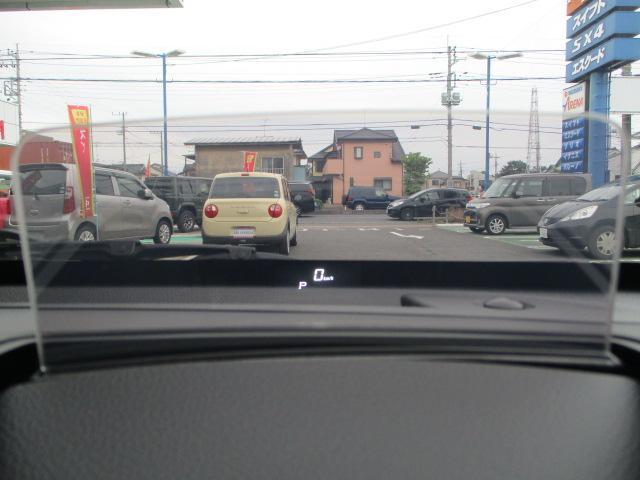 ヘッドアップディスプレイ搭載!ドライバーの視線に合わせて設置しているので安全運転に貢献しています!