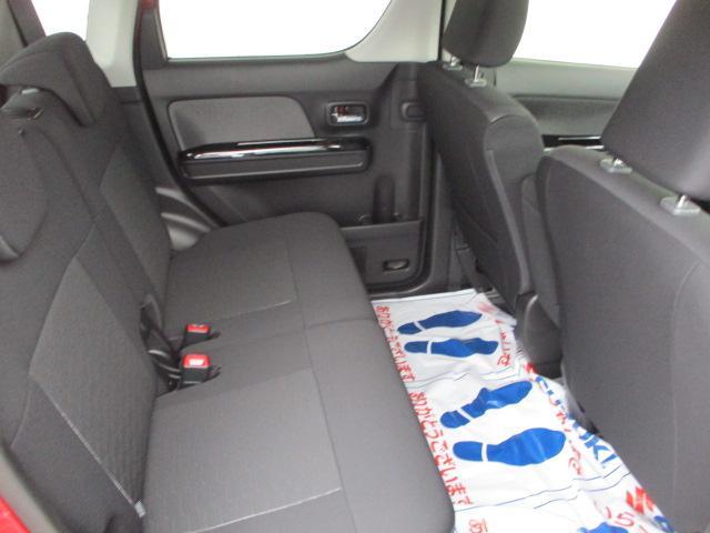 軽自動車の後部座席とは思えないくらいの足元ゆったり空間!