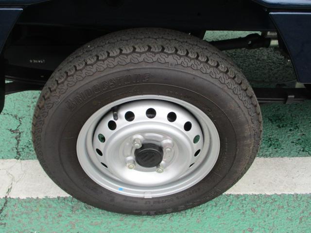 タイヤの溝もしっかり残っているので安心して走行出来ます。