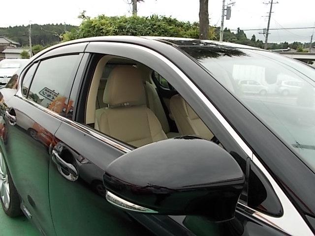 ウィンカーミラー!ステアリングリモコン!コーナーセンサー!オートワイパー!パワーシート!プライバシーガラス!サイドSRSエアーバック!内外装とってもキレイなワンオーナー車!禁煙車