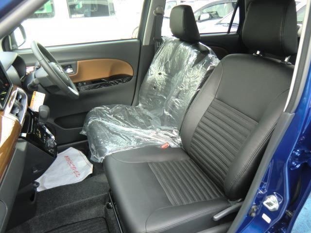 フロントシートはベンチシートでゆったり