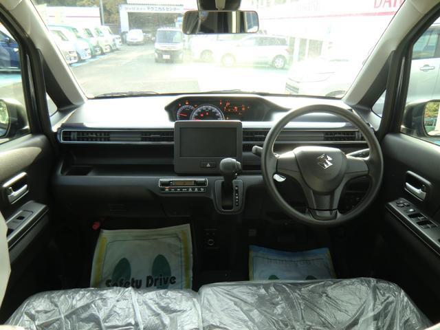 三角窓も付いて見晴らしの良い運転席周りです。