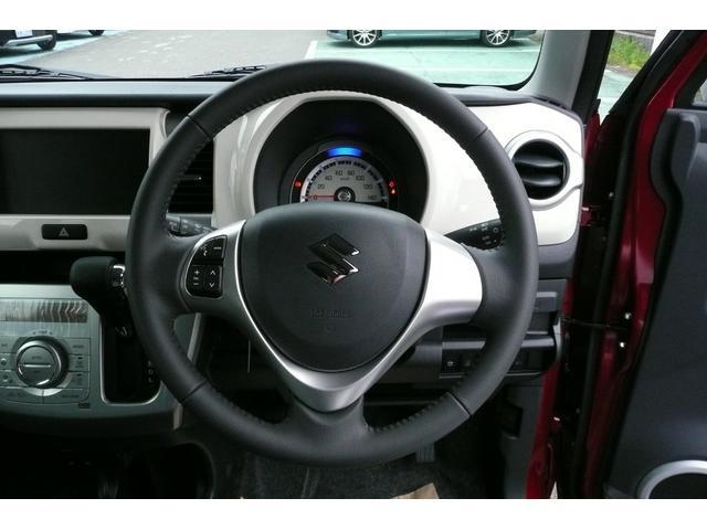 ステアリングオーディオスイッチ付き。運転中でも手元で操作できます。