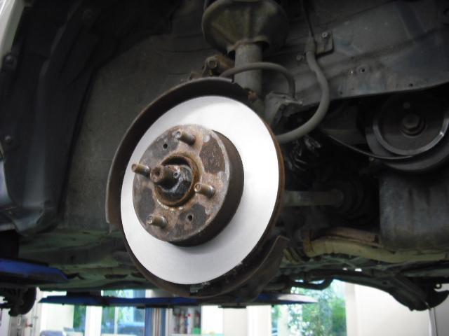 BRM整備ではブレーキ分解時には、ブレーキローターも検査し状態により研磨もしくは交換致します。