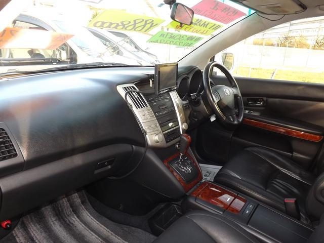 トヨタ ハリアー 240G 4WDLパッケージ本革シートHDDナビサンルーフ