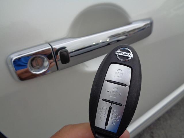 インテリジェントキーを持っているだけで、ドアノブにタッチするだけでドアロック・アンロックが出来ます。手がふさがっている時などに便利な装備ですね。
