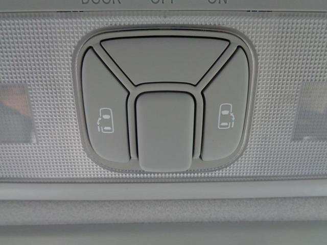 便利な両側パワースライドドア付きです。坂道でドアが重くて下がってしまうなんて事もありませんね。スイッチ一つで楽々開閉!