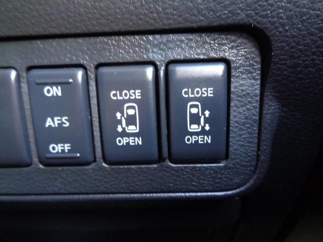 ハンドルを切った方向にヘッドライトが向いてくれるAFS機能付き!!