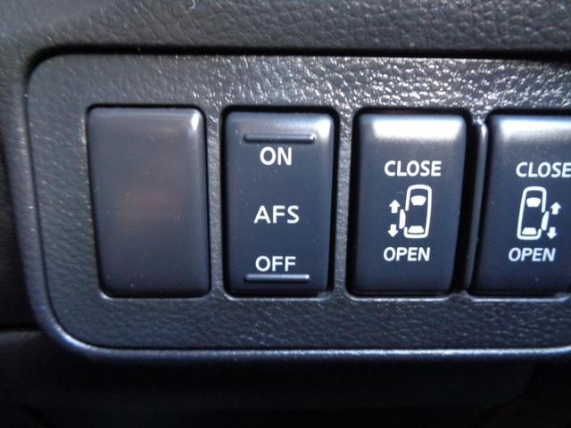 運転席・助手席で別々の温度設定が出来るデュアルオートエアコン!!