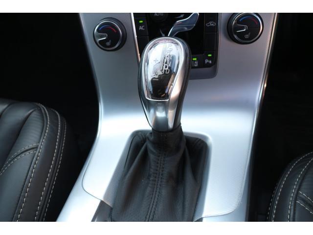 ボルボ ボルボ V60 T4 Rデザイン黒本革パワーシートナビTVバックモニター