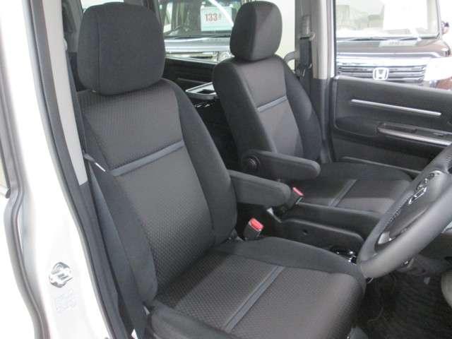 サイズ、厚み、触り心地やサポート性に優れたシートです。長時間の移動でも疲労が少ないです。