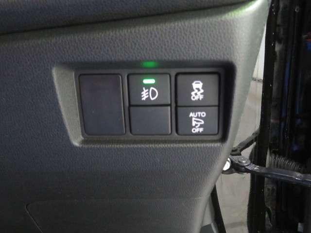 フォグランプのスイッチは運転席右にございます。
