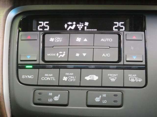 デュアルエアコンで左右席の温度調整が出来るのはうれしいですね。フロントシート両席シートヒーター機能付き。
