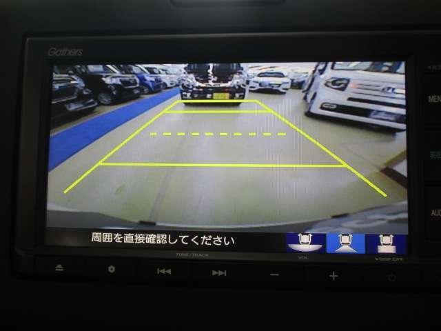 ノーマル/ワイド/トップダウンの3種類の表示で、後方確認をサポートするリアカメラを装備してます。