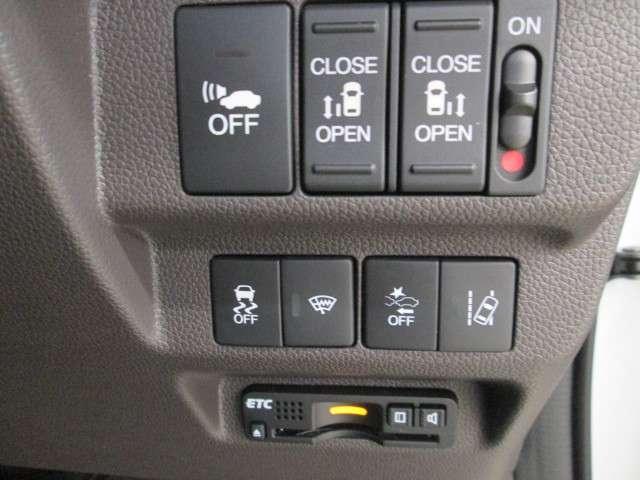 ETC車載機も搭載されています。ETCカード挿入で料金所の通過もスムーズに。