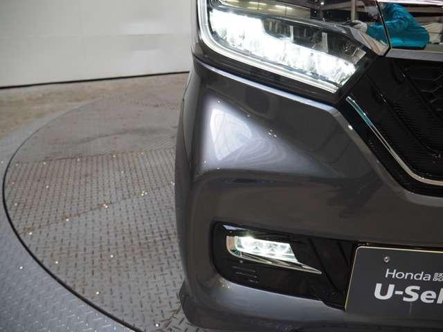 より明るく省電力 点灯忘れも防止できるオートライトコントロール機構付LEDヘッドライト装備、フォグライトも付いています