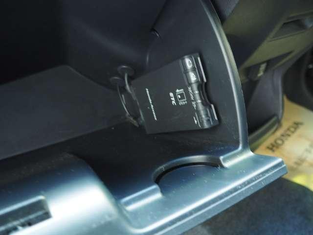 高速道路をキャッシュレスで通行できるETC車載器付きです