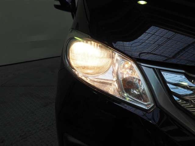 ヘッドライトの照射位置を変えられるマニュアルレベリング機能付ハロゲンヘッドライト標準装備です