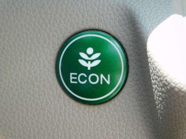 ECONスイッチをONにするとドライブバイワイア、CVT、デュアルクラッチトランスミッション、エアコンの作動を燃費向上が図られるせに切換えることができます。