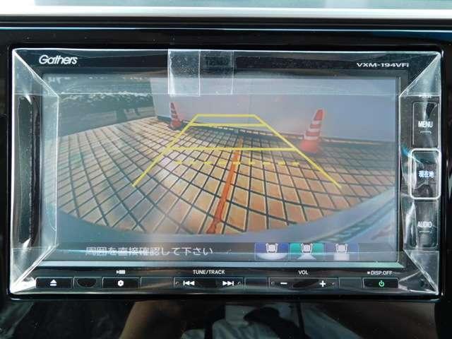 バックカメラは、画面に表示されるビュー切替ボタンを操作する事で、ノーマル、ワイドビュー、トップダウンの切替が可能です。