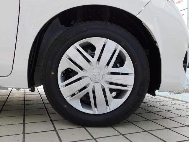ホイールキャップのHマークは3Dの浮彫タイプ。タイヤサイズは185/60R15。