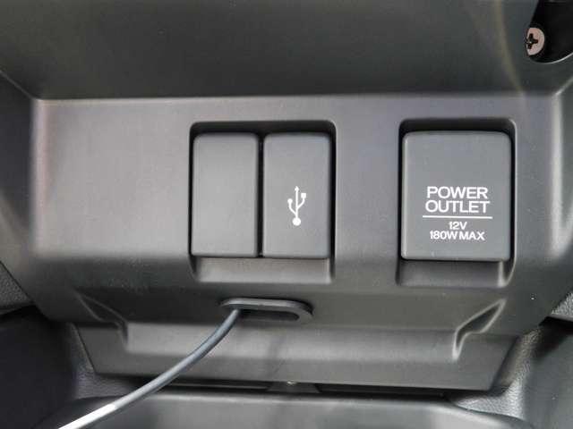 USB外部入力端子。スマートフォンの充電にミュージックプレイヤーの接続が可能です。
