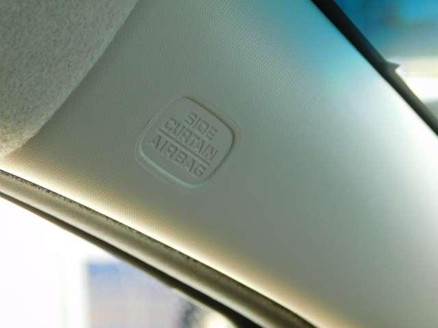 運転席、助手席のエアバッグの標準装備、側面衝突時用サイド、サイドカーテンエアバッグも装備。