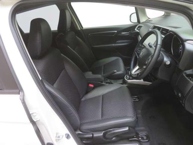 運転席シートハイトアジャスター付きです 簡単な操作で座面が上下します。