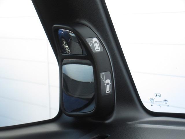 サイドビューサポートミラーがついて、運転席から見づらい左側前輪・ドアミラー下付近などの死角が確認出来て狭い道も心配がいりません。