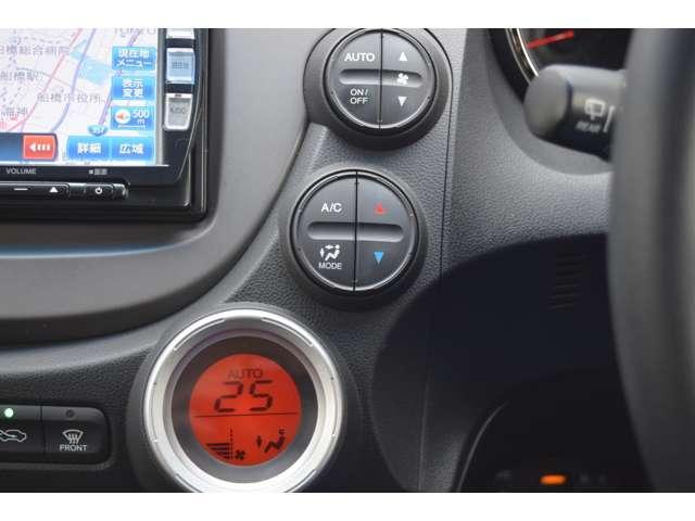 オートエアアコンはデジタル表示で操作も簡単。