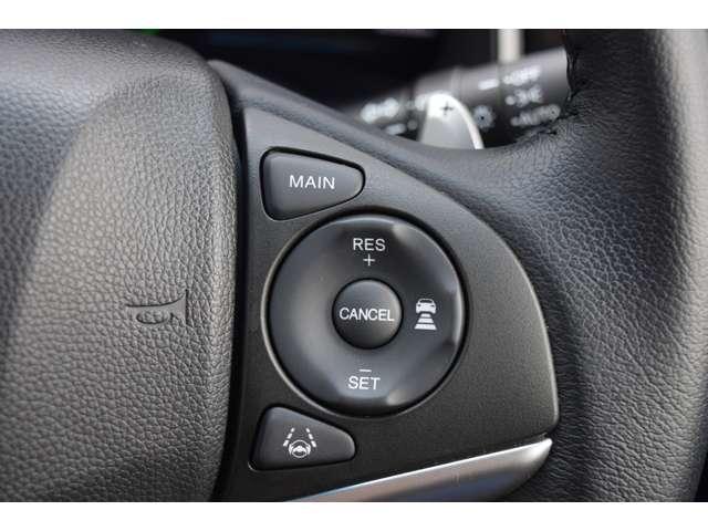 適切な車間距離を保ち、運転負荷を軽減してくれるアダブティブクルーズコントロール。