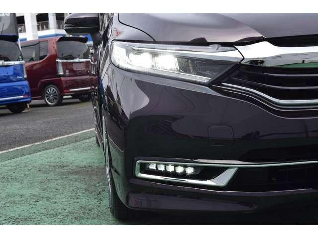 LEDヘッドライトはより明るく省電力。点灯忘れも防止できる、オートライトコントロール機構付。