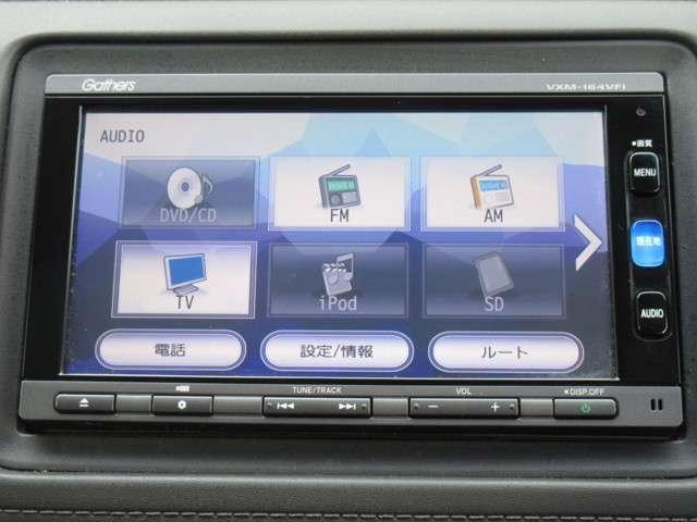 ホンダアクセス製メモリーナビゲーション≪VXM-165VFi≫を装備。CD・DVD再生/フルセグTV付き。これで土地勘の無い所でも道に迷わず安心ですね!ドライブが一層楽しくなります!