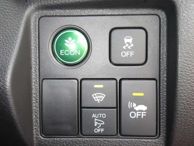 車両接近通報装置、VSA(車両挙動安定化制御システム)、フロントワイパー熱線、ECON(エンジン、エアコンなどを制御し低燃費な『ECONモード』に)装置が付いておりエコで安全に走行出来ます!
