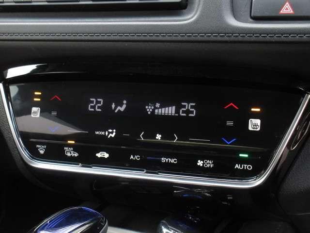 エアコン操作部に、スマートフォンのようにフリック操作で、温度や風量の調節が素早く行える静電式タッチパネルを採用。シートヒーターの操作も行えます。