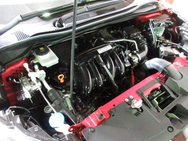 軽量コンパクトな1モーターシステムながら、モーターのみのEV走行を実現した「SPORT HYBRID i-DCD」をパワーアップして搭載。3つの走行モードを知能的に使い分けることで、高水準の低燃費を達