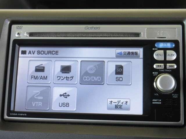 ナビゲーションは純正メモリーナビVXM-118VSが装着されております。AM/FM/CD/DVD再生/ワンセグTVがご利用いただけます。