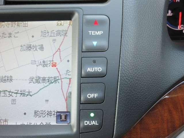 エアコンはオートエアコンでお好みの温度調整が出来、オールシーズン快適にドライブできます!楽しさ倍増ですよぉ〜♪リア席はプライバシーガラスで夏も涼しく過ごせます!