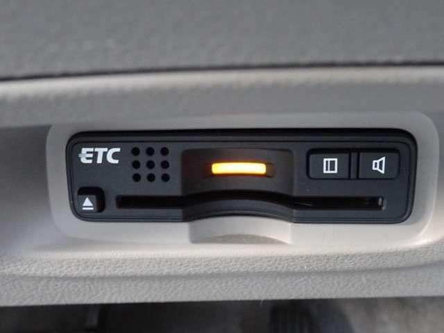 今や必需品のETCが付いています。 高速道路の料金所をノンストップで通過できます。雨の日などに、せっかくの快適な車内環境なのに、窓を開けてチケットのやり取りはしたくないですよね。