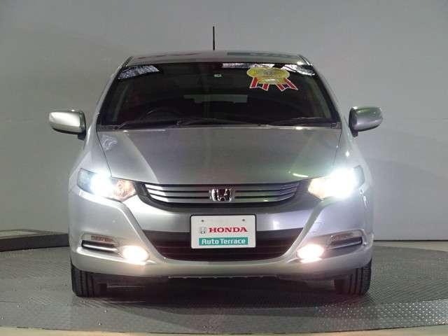 ヘッドライトはスッキリ白く光る、明るく省電力なディスチャージヘッドライトを採用です。 カッコイイ,明るいフォグライトも付いて安全ですよね〜♪ 人気のある安全装備の一つです・・☆